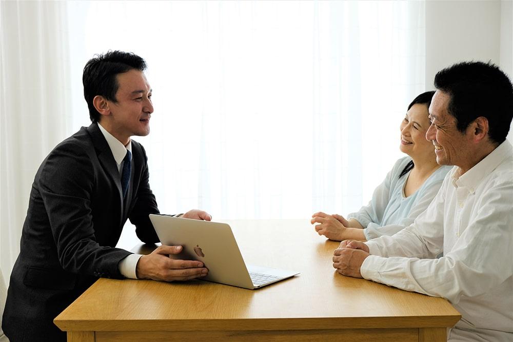営業マンが親身になってくれる会社を選ぶ